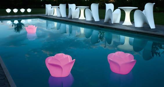 Un jeu de lumi re pour la piscine travaux entretien et for Boules lumineuses piscine