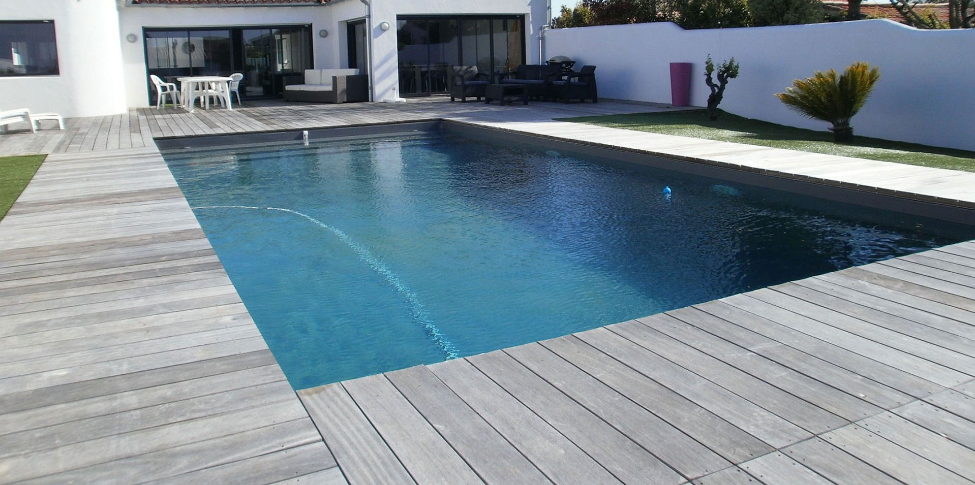Piscine carrelage beige besancon maison design for Piscine besancon